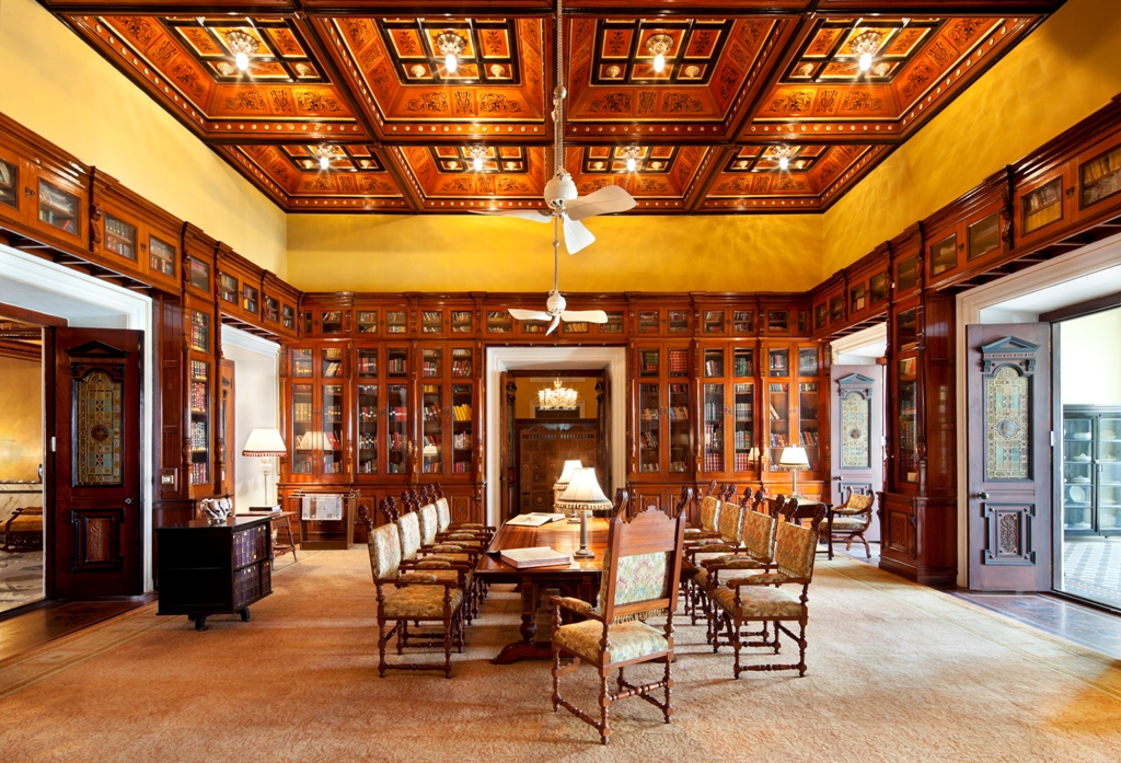 Taj Falaknuma Palace - Library