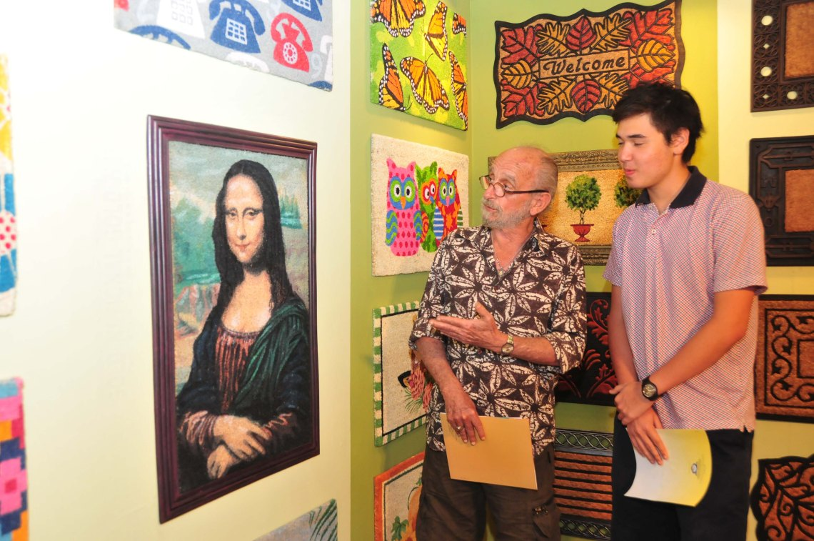 From door mat to wall hanging, coconut gives 'Mona Lisa' a coir avatar